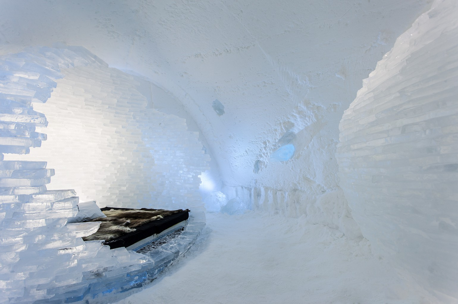 before_the_big_bang_1_photo_christian_stromqvist_design_icehotel