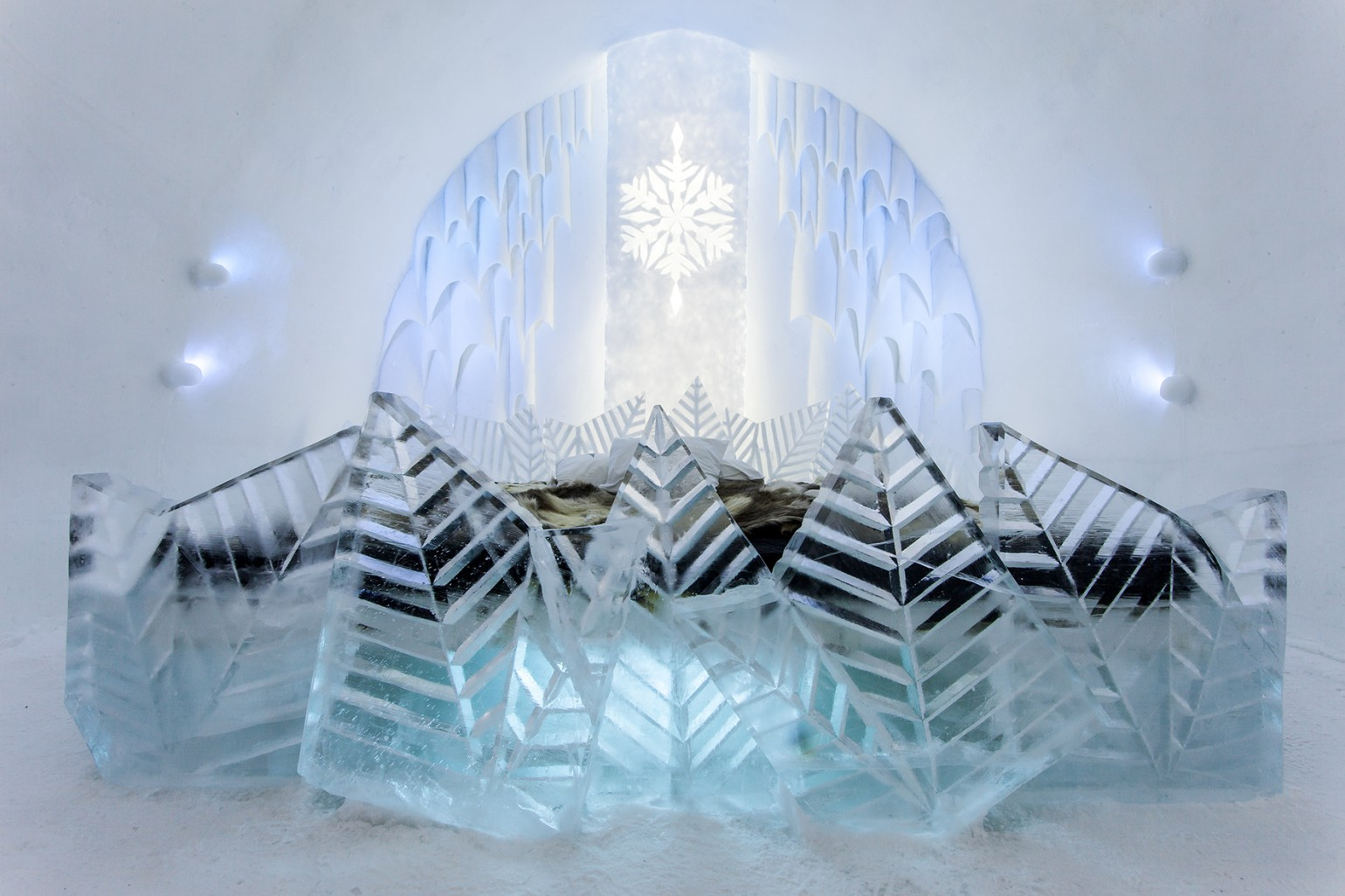 frosty_flower_2_photo_christian_stromqvist_design_icehotel