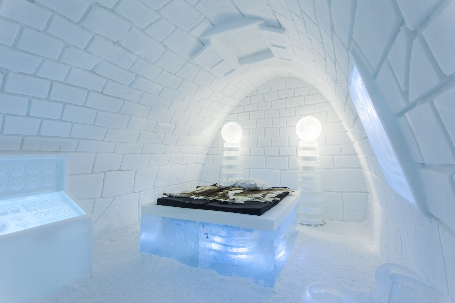 its_alive_1_photo_christian_stromqvist_design_icehotel