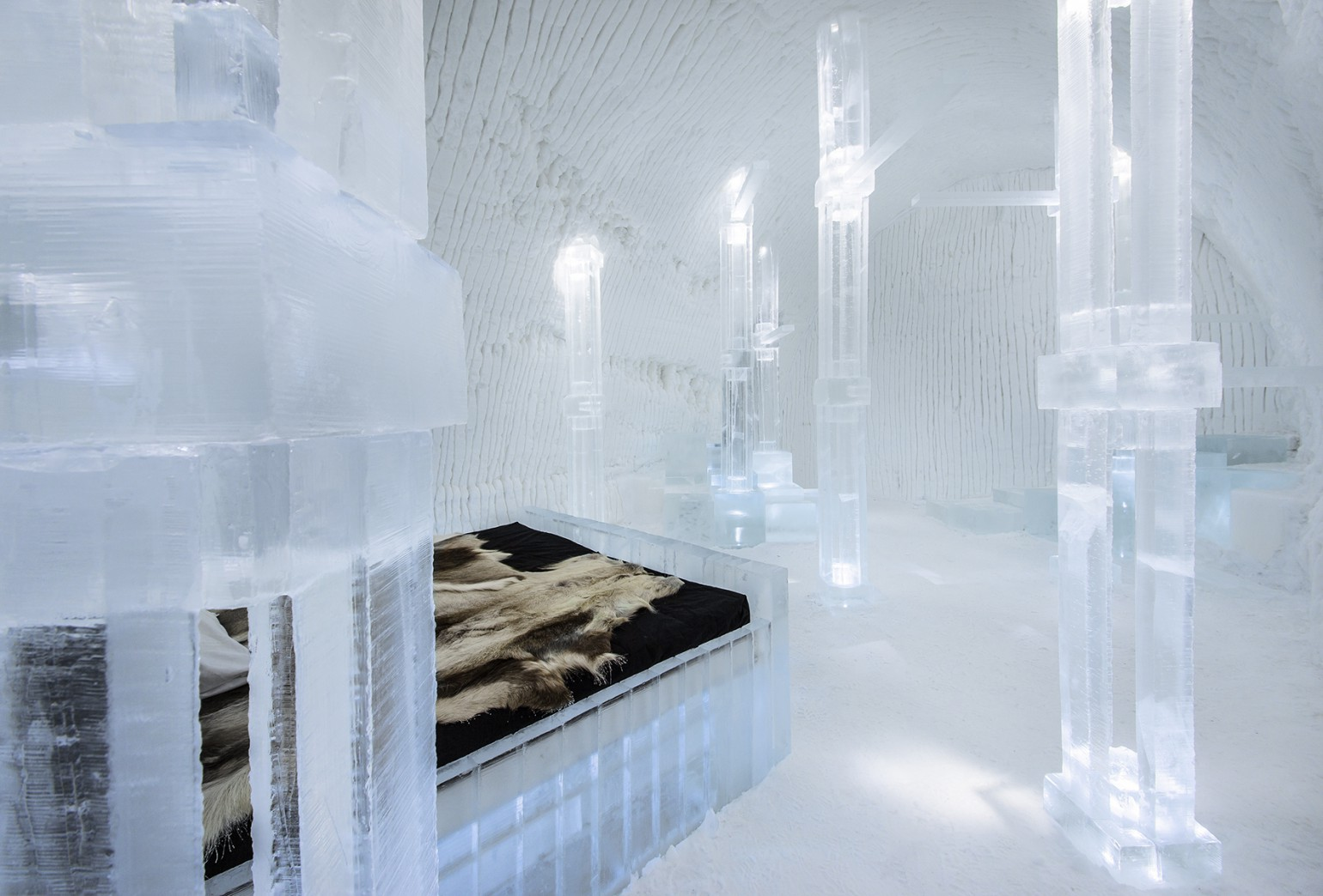 solid_flow_1_photo_christian_stromqvist_design_icehotel